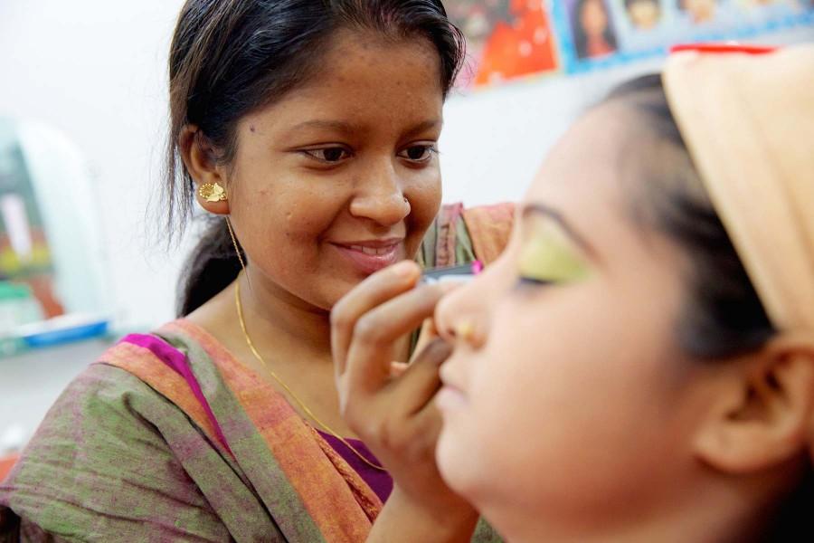 Prospects & problems of women entrepreneurs: a study of Dhaka City